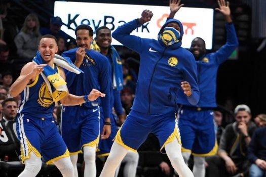 NBA rekordot döntve gálázott a címvédő