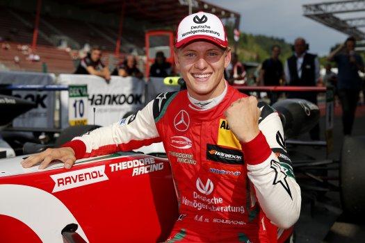 A Ferrari ismét szerződésben egy Schumacherrel