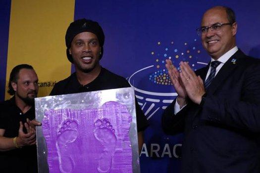 Ronaldinho élete egyik legnagyobb díját vehette át