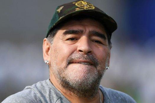 Maradona szerződést hosszabbított